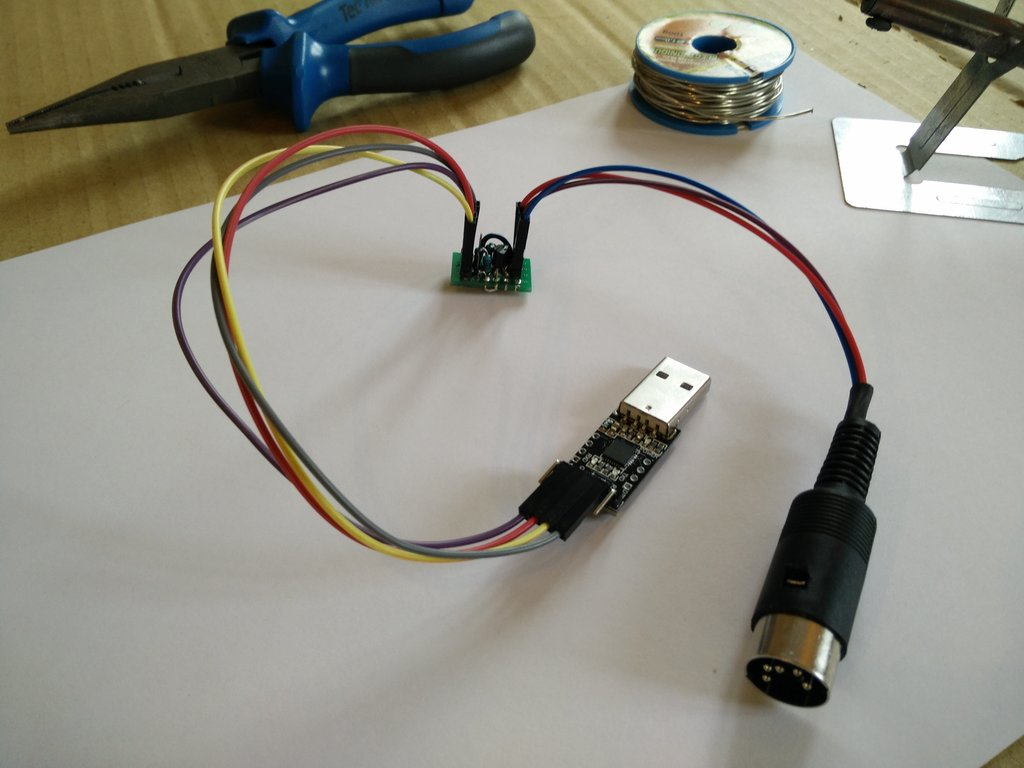 The USB to Minitel cable soldered and ready to connect